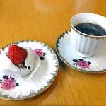 17132607 - モチスイーツ・いちご(インスタントコーヒーをサービスしていただきました)