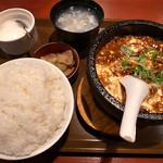 ばんちゃん酒房 - 四川麻婆豆腐・中辛・ご飯大盛(950円)