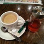 17137163 - 辛みオイルと追加ホットコーヒーです。