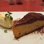 ル・プレヴェール - 蜜芋とココア風味のガレット・デ・ロワ、バニラアイスクリーム添え