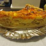 17138936 - サーモンとチーズのキッシュ横からアップ