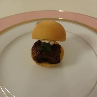フランス料理 現代 - 料理写真:一口のお楽しみプチシューにあなご