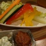 ととしぐれ - 野菜スティックがお通しでしたが甘くて旨くてお代り自由!
