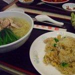 中国料理 青樺楼 - 鳥肉入りそば+豚肉入りチャーハン2009.6