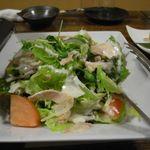 焼き鳥・もつ鍋 一揆 - 鶏酒蒸とトマトのシーザーサラダ
