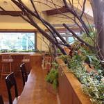 アージョ - シンボルツリーのある、外国のカフェのようなおしゃれ空間★