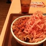 すき家 - 紅生姜丼。裏磐梯盛り♪ヽ(´▽`)/溶岩を七味がイメージ♪