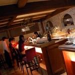 CAFE RIGOLETTO - 入口すぐのスペインバル風カウンター