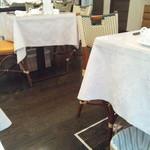 鱗亭 - テーブル席