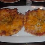 守谷 おしゃれに食べてやせる肉 BAR 85 - 2種のチーズピッツァ