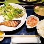 銭屋 - お魚(ぶり)のランチ