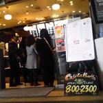 カフェ ラ ブヴェット - カウンターは混雑