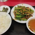 金華 - 牛肉とニンニクの芽炒め¥600