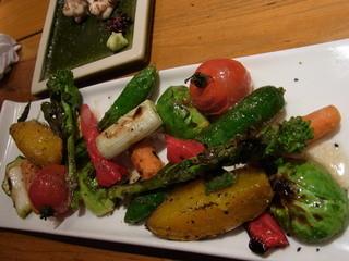 ろばた屋とう兵衛 - 焼き野菜。野菜の甘さが引き出されています