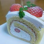 パティスリー カプリス - イチゴのロールケーキ