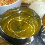 インド料理 夢や - ホウレン草とマッシュルームのカレー