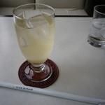 カフェヨ・オアゾ - 料理写真:梅スカッシュ400円