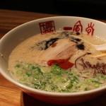 博多 一風堂 - 総本店でのみ食べれる「元祖赤丸新味」