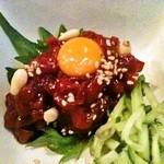炭火串文化 あぶりや - 馬刺しユッケ 580円! 刺身で食べられる新鮮な馬肉なので、柔らかくて美味!