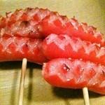 炭火串文化 あぶりや - 赤ウインナー串 ※2本からのご注文になります!100円! 昭和の良き時代を思い出す懐かしい味!