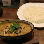 ヤミツキカリー - 冬季限定、牡蠣とほうれん草のこんがりチーズカリー(900円)!ご飯は普通盛りです。