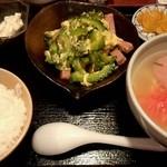 ナンクルナイサ きばいやんせー - 日替わり定食(950円)ゴーヤチャンプルーと沖縄そばのセット