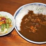 ガリバーハウス - チキンカレーとサラダ