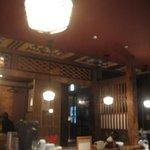 蕎麦・天ぷら 権八 - 古民家風の店内