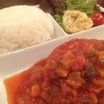 GRILL&BAR SOULWOOD - 野菜たっぷりトマト煮込みハンバーグ。