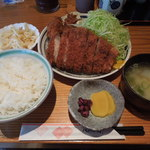 17184568 - 三島産もち豚ロースカツ定食+カキフライ2個