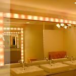 imri - 女性用のパウダールームです♪ クリプトン電球がミラーの周りにデザインされており、メイク直しなどもしやすいとお客様から大好評です。