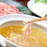 博多中洲ぢどり屋 - 秘伝!!鶏のしゃぶしゃぶ★コラーゲンたっぷりのスープにもも肉をサっとくぐらせて召し上がれ♪〆はとりめしで雑炊に!