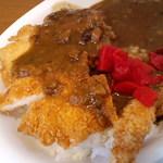 curry de CAFE UTSUWA - チキンカツ&エビフライ