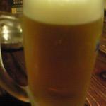 三拍子 - とりあえずビール\500。ジョッキが大きくてお得感あり