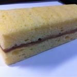 17189812 - 2013.02100人食べ100人うまいと言った伝説の菓子①フィルムをむいた後