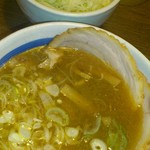 17191813 - チャーシューつけ麺のスープとトッピングのネギ