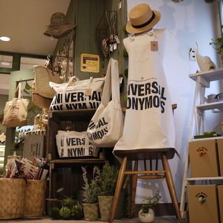 雑貨販売とカフェ&ダイニングバー