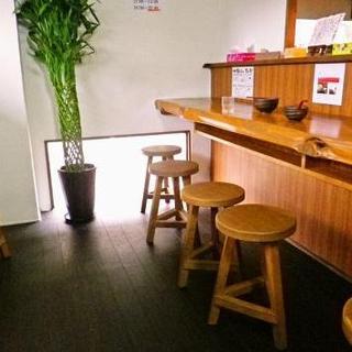 BGMはモーツァルト限定♪落ち着いた雰囲気のつけ麺専門店です。