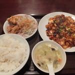 17199268 - 唐揚げと麻婆豆腐定食 ¥600