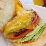 GORO'S DINER - アボガドチーズバーガー。チーズがたっぷり