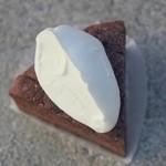ミロワール - ショコラクラッシック(360円)カカオ73%のビターチョコレートを使用しています♪