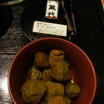 博多石焼 大阪屋 - 梅酒漬けの梅。食べ放題。運転手厳禁です。