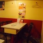 亜州食堂 チョウク - 奥のテーブル席