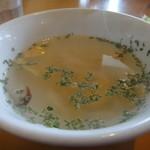 タケリア・パチャンガ - ランチのチキンスープ