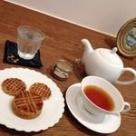 17211954 - 紅茶とお菓子