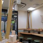 名代 富士そば - 店内に竹が生える