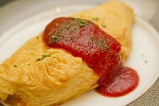 Kitchen VAN - オムライス 900円            チキンライスにたっぷり玉子♪