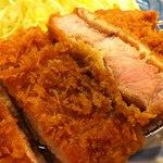 煉瓦屋 - 料理写真:ビタミンB1が豊富な最高級の豚肉。上質のラードと生パン粉で揚げた霧島高原豚のとんかつは胃もたれせず、身体に良い料理です。