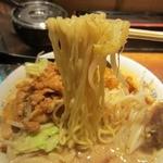 中華 珍来麺工房 - 麺は平打ちの縮れ麺でもちしこ食感。