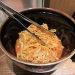 中華 珍来麺工房 - 卓上備品の辛子もやし。